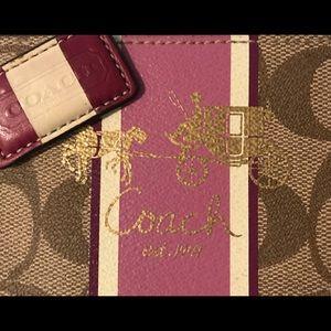 Coach Bags - 💎👛 LIKE NEW- COACH purple wristlet